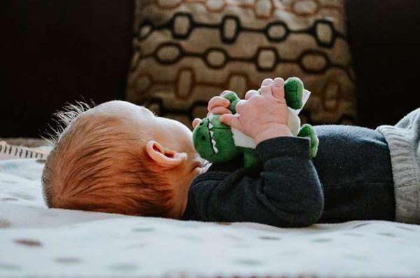 UGT Informa: Equiparación del permiso por nacimiento para los dos progenitores